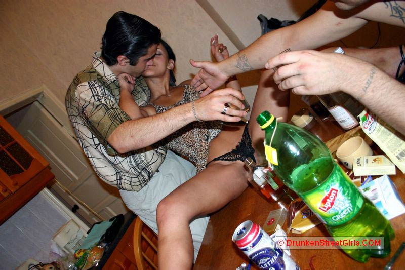 Nonnude pictures Easy Drunk Teens Sex